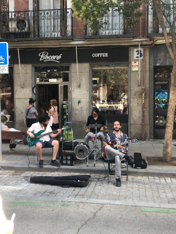blues music outside the cafe