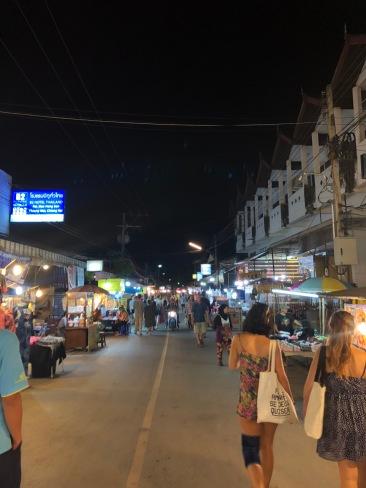 the walking street market